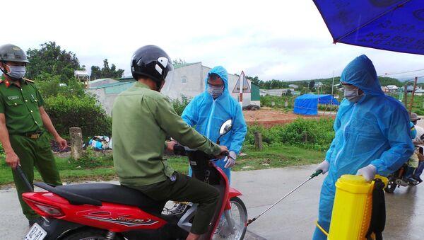 Chốt kiểm dịch do UBND huyện Sa Thầy (Kon Tum) tổ chức tại khu vực làng O, làng Trang, xã Ya Xiêr để ngăn chặn dịch bạch hầu lan rộng. - Sputnik Việt Nam