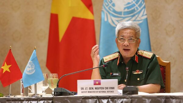 Thượng tướng Nguyễn Chí Vịnh, Thứ trưởng Bộ Quốc phòng phát biểu tại hội đàm. - Sputnik Việt Nam