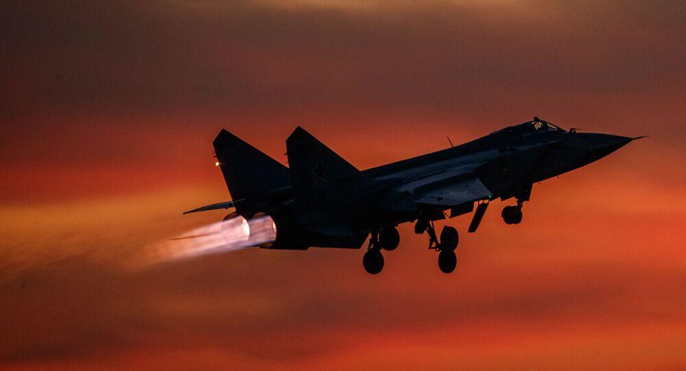 Máy bay tiêm kích đánh chặn MiG-31