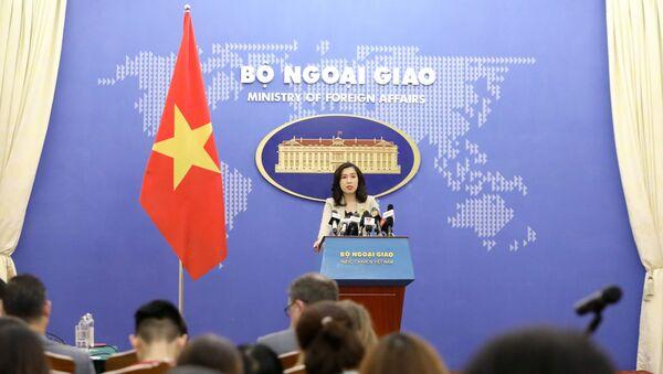 Người phát ngôn Bộ Ngoại giao Lê Thị Thu Hằng trả lời các câu hỏi của phóng viên trong nước và quốc tế quan tâm. - Sputnik Việt Nam