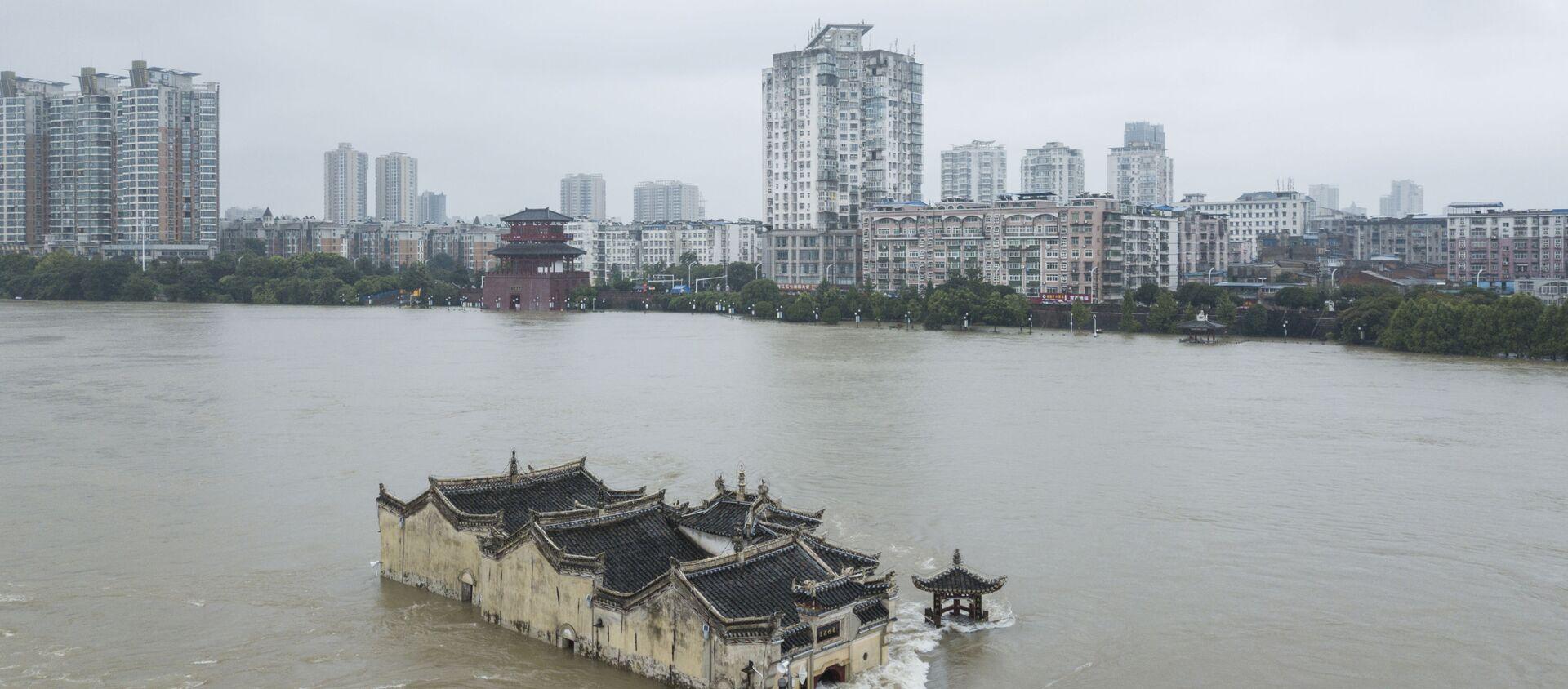 Đền Quan Âm (Guanyin) ở Vũ Hán bị ngập do mực nước sông Dương Tử dâng cao - Sputnik Việt Nam, 1920, 20.07.2020