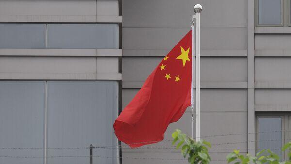 Cờ trong khuôn viên của Tổng lãnh sự quán Trung Quốc tại Houston - Sputnik Việt Nam
