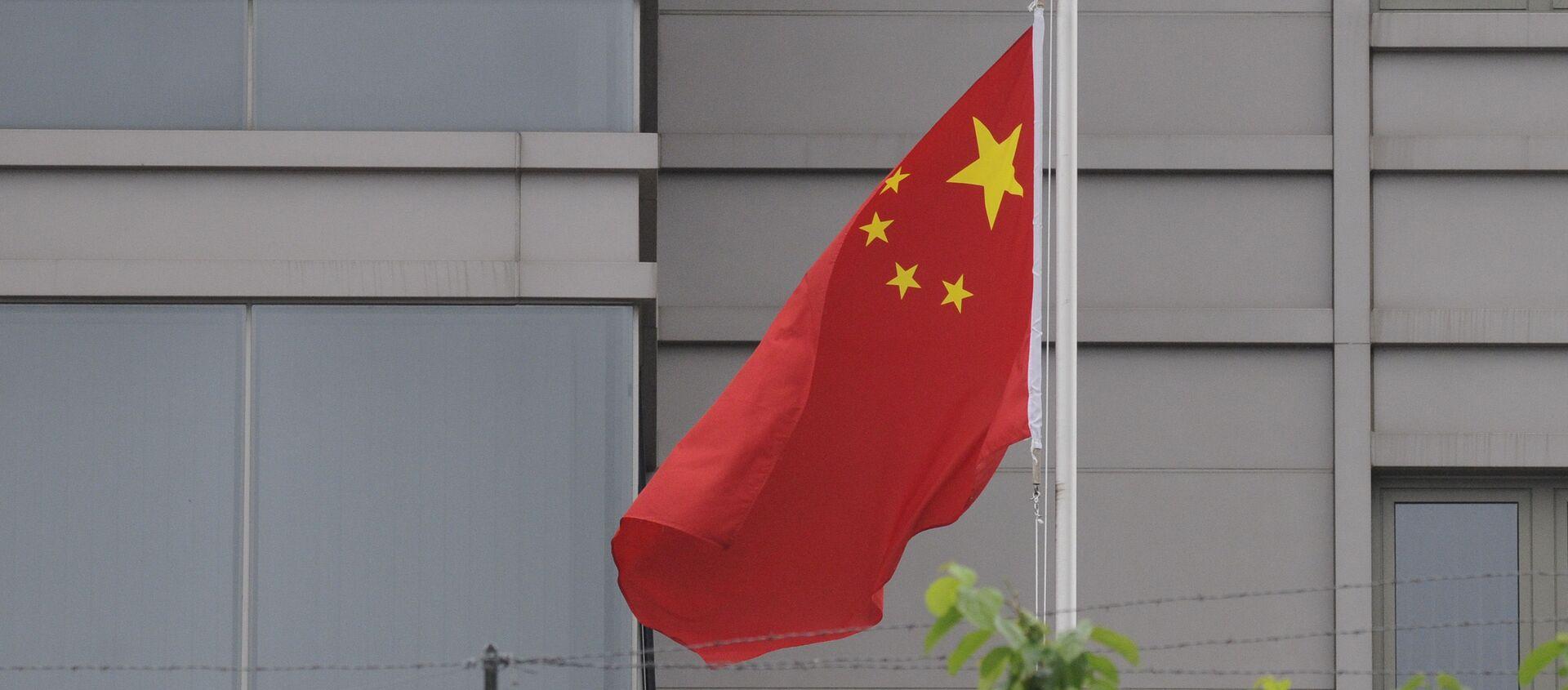 Cờ trong khuôn viên của Tổng lãnh sự quán Trung Quốc tại Houston - Sputnik Việt Nam, 1920, 16.09.2021