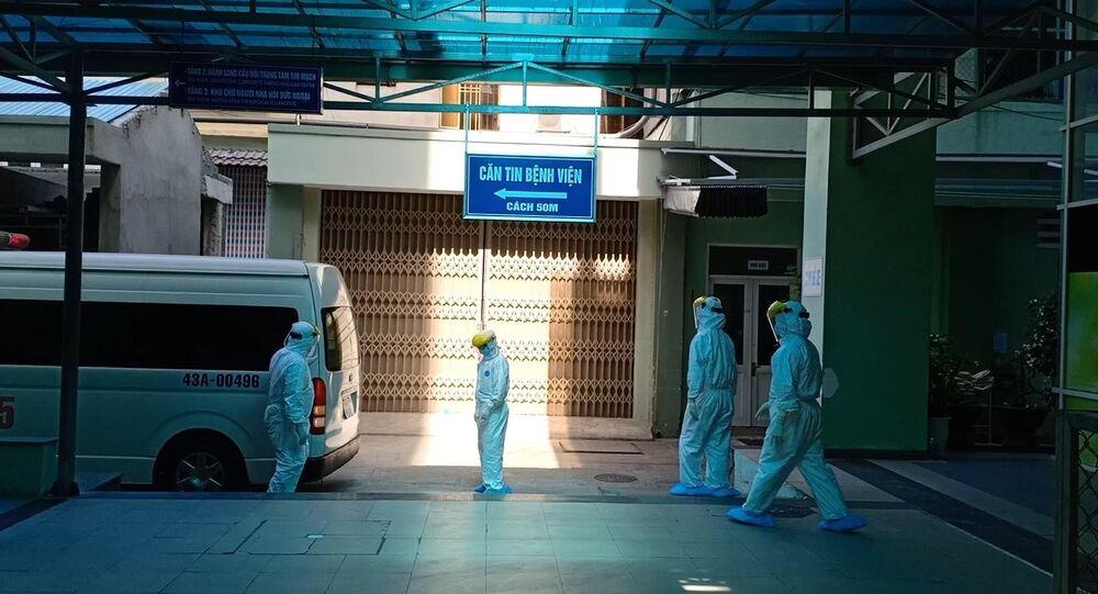 Bệnh nhân nghi nhiễm COVID-19 được chuyển đến Bệnh viện Đà Nẵng để điều trị, theo dõi.