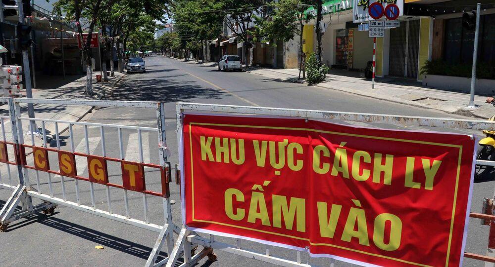Tuyến đường Nguyễn Thị Minh Khai được ngăn rào chắn phong tỏa để phục vụ công tác phòng chống dịch COVID-19 tại Đà Nẵng.