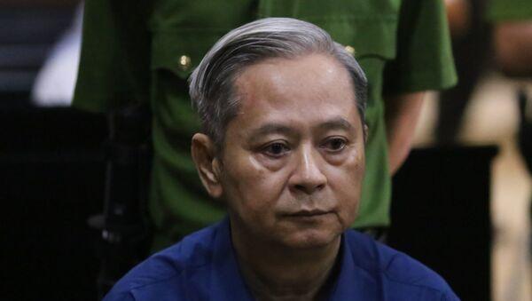 Nguyên Phó Chủ tịch UBND Thành phố Hồ Chí Minh Nguyễn Hữu Tín trong phiên tòa xét xử sơ thẩm. - Sputnik Việt Nam