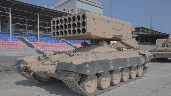 Giới thiệu hệ thống súng phun lửa hạng nặng TOS-1A tại thao trường Staratel ở Nizhny Tagil - Sputnik Việt Nam