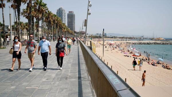 Người dân đeo khẩu trang tại Barcelona, Catalunya, Tây Ban Nha - Sputnik Việt Nam
