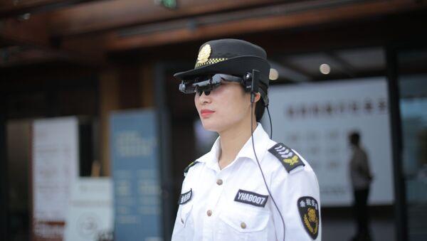 Kính đọc nhiệt độ thực tế tăng cường Rokid Glass 2. - Sputnik Việt Nam