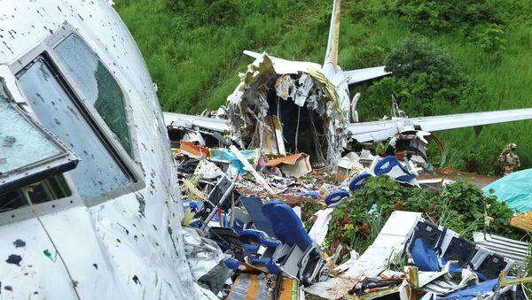 Chiếc Boeing 737 của hãng hàng không giá rẻ Ấn Độ Air India Express đã hạ cánh cứng. - Sputnik Việt Nam