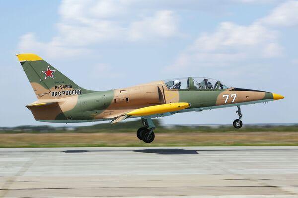 Máy bay L-39 Albatros trong chuyến bay huấn luyện đầu tiên của các học viên Trường Hàng không Quân sự Cao cấp Krasnodar tại sân bay Kushchevskaya ở Khu vực Krasnodar - Sputnik Việt Nam