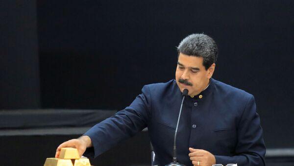 Tổng thống Venezuela Nicolas Maduro cùng với những thỏi vàng - Sputnik Việt Nam