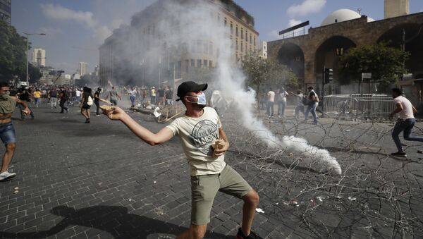 Đụng độ hàng loạt giữa người biểu tình và cảnh sát ở Beirut, Lebanon - Sputnik Việt Nam