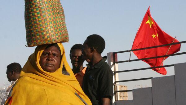 Người Sudan trên nền cờ Trung Quốc - Sputnik Việt Nam
