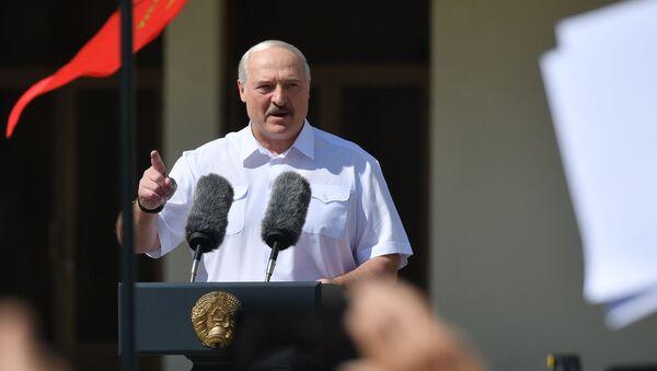 Tổng thống Belarus Alexander Lukashenko phát biểu tại một cuộc mít tinh - Sputnik Việt Nam