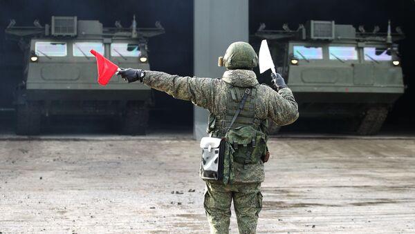 Một người lính trong cuộc diễn tập chiến thuật của một lữ đoàn phòng không ở Lãnh thổ Krasnodar - Sputnik Việt Nam