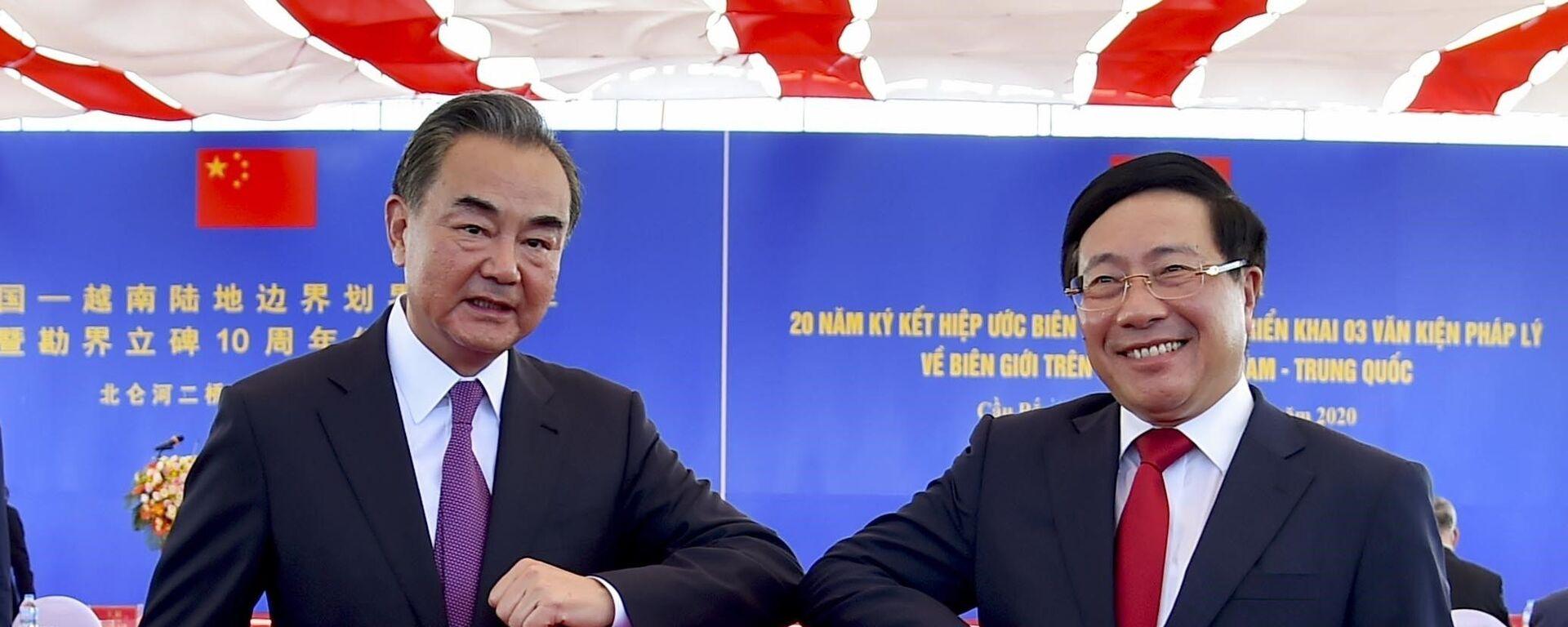 Trong ảnh: Phó Thủ tướng, Bộ trưởng Ngoại giao Phạm Bình Minh với Ủy viên Quốc vụ, Bộ trưởng Bộ Ngoại giao Trung Quốc Vương Nghị tại Lễ kỷ niệm. Ảnh: TTXVN - Sputnik Việt Nam, 1920, 24.08.2020
