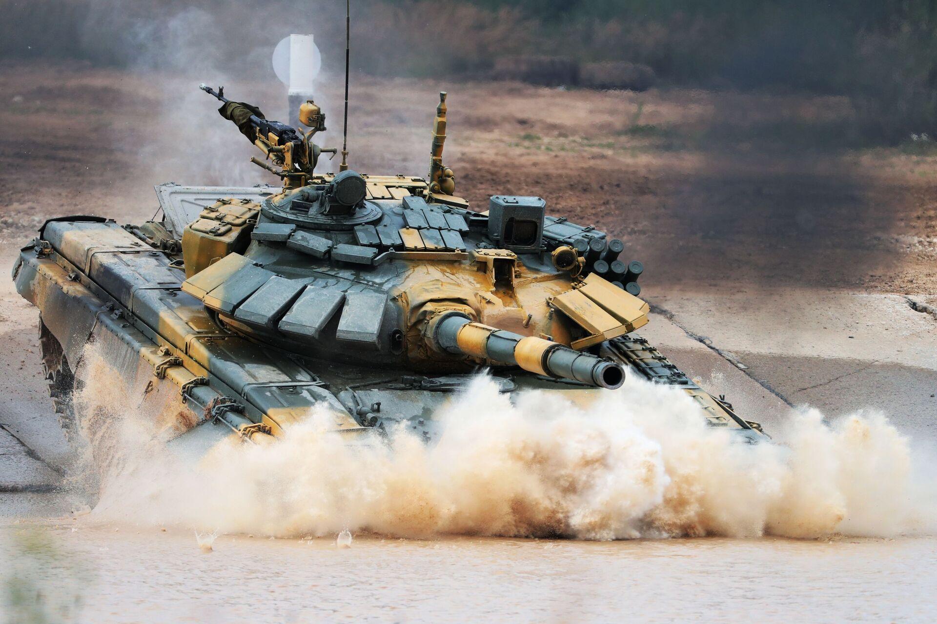 Xe tăng T-72 của đoàn quân nhân Việt Nam trong cuộc thi Tank Biathlon 2020. - Sputnik Việt Nam, 1920, 05.10.2021