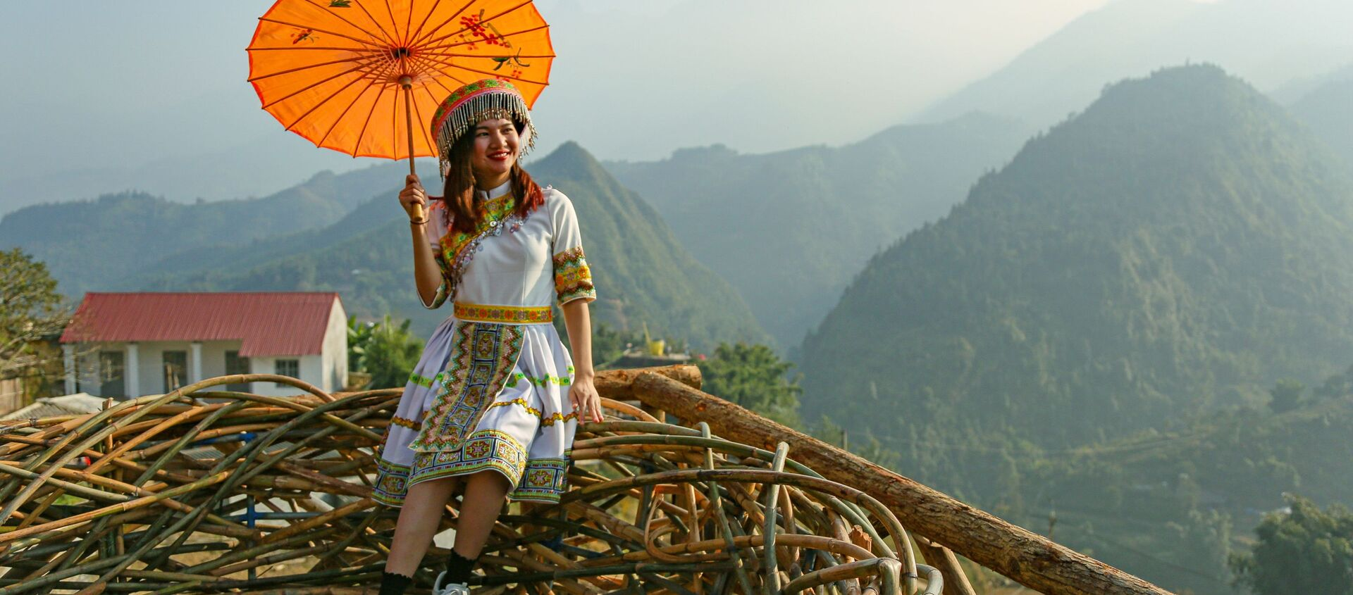 Một cô gái ở tỉnh Lào Cai, Việt Nam. - Sputnik Việt Nam, 1920, 25.08.2020