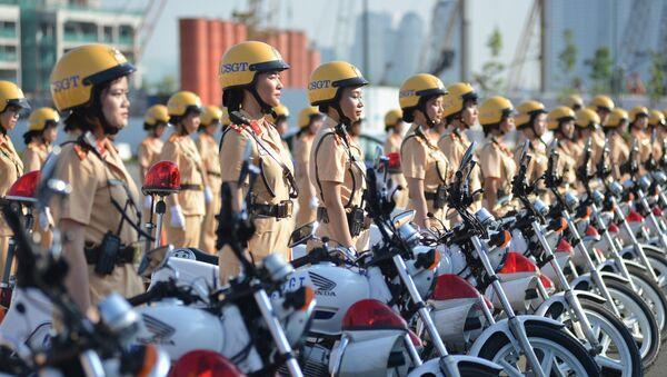 Các nữ chiến sỹ CSGT triển khai đội hình tại thành phố Hồ Chí Minh - Sputnik Việt Nam