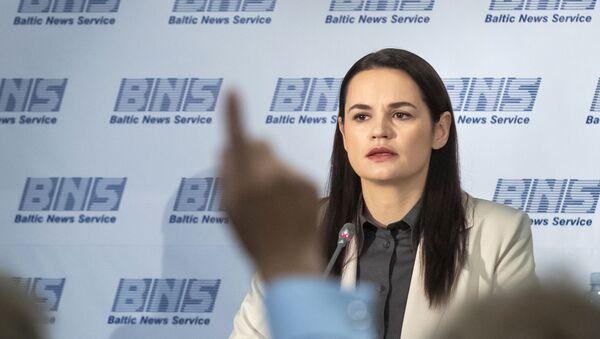 Бывший кандидат в президенты Белоруссии Светлана Тихановская на пресс-конференции в Вильнюсе, Литва - Sputnik Việt Nam