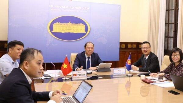 Thứ trưởng Bộ Ngoại giao Nguyễn Quốc Dũng, Trưởng SOM ASEAN của Việt Nam phát biểu - Sputnik Việt Nam