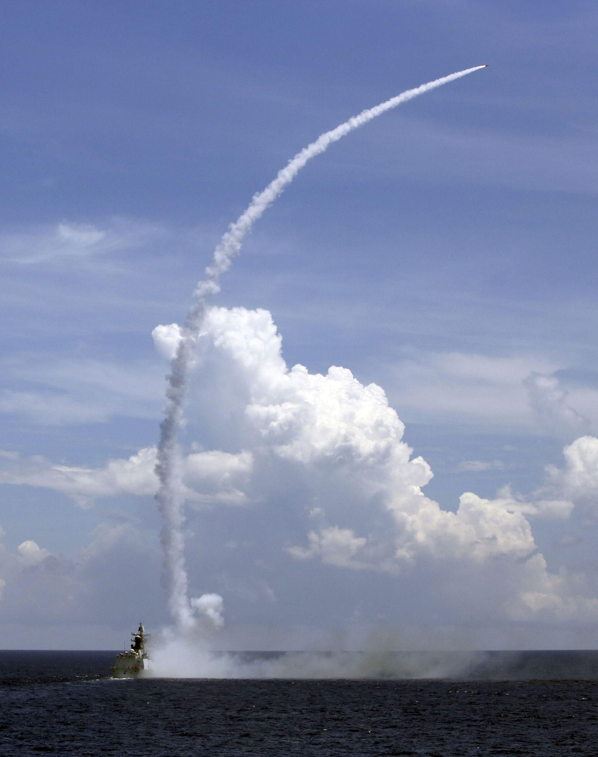 Việt Nam lên tiếng việc Trung Quốc tập trận dội hàng nghìn đạn dược xuống Biển Đông - Sputnik Việt Nam, 1920, 27.05.2021