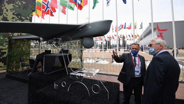 Khách tham quan triển lãm vũ khí của Diễn đàn Kỹ thuật-Quân sự Quốc tế (IMTF) Army-2020 tại công viên quân sự-yêu nước Patriot - Sputnik Việt Nam