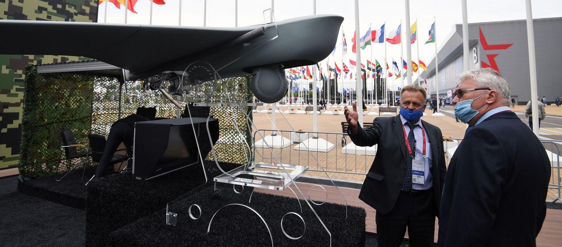 Khách tham quan triển lãm vũ khí của Diễn đàn Kỹ thuật-Quân sự Quốc tế (IMTF) Army-2020 tại công viên quân sự-yêu nước Patriot - Sputnik Việt Nam, 1920, 03.12.2020