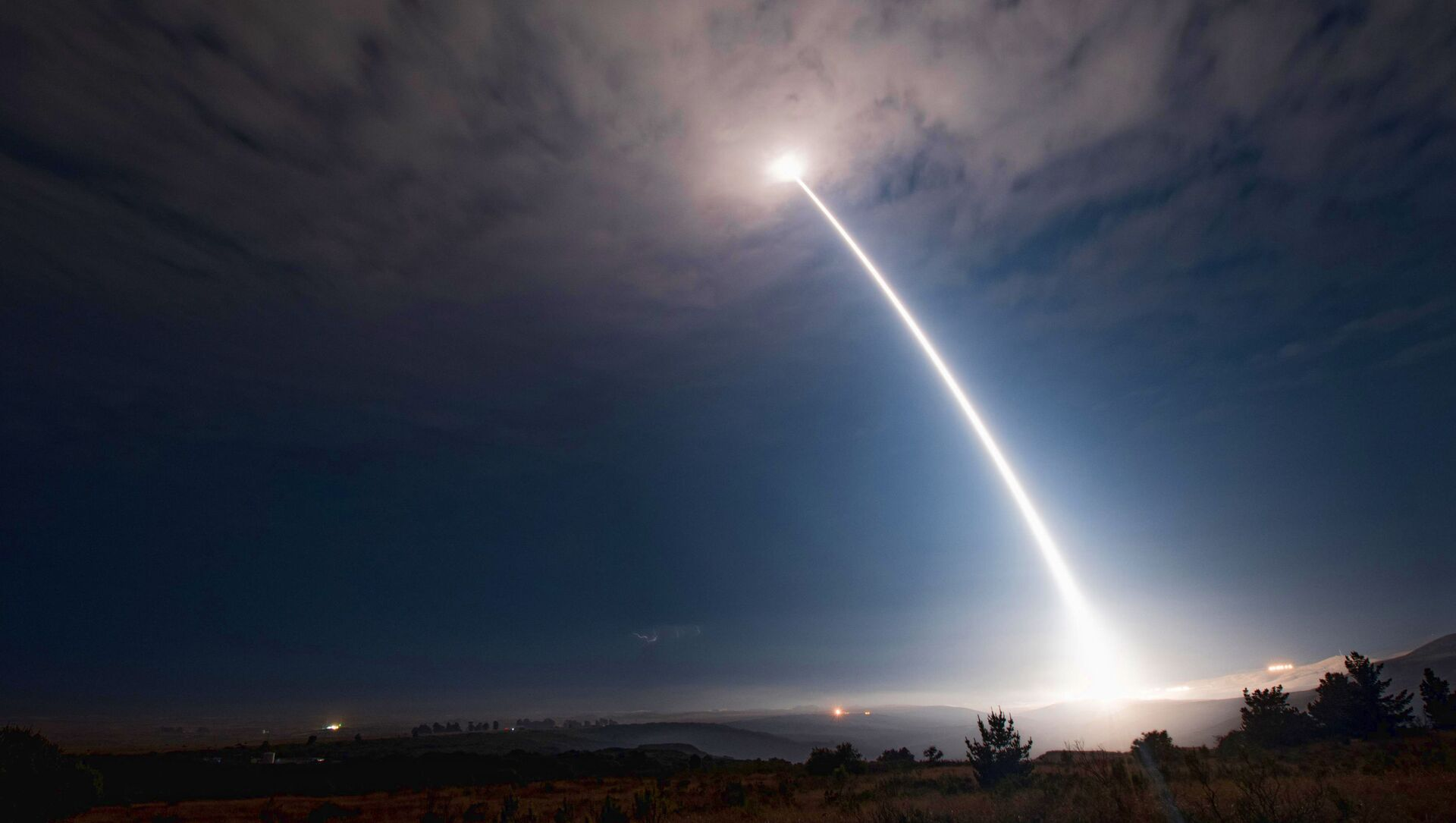 Tên lửa đạn đạo xuyên lục địa Minuteman III của Mỹ. - Sputnik Việt Nam, 1920, 30.05.2021