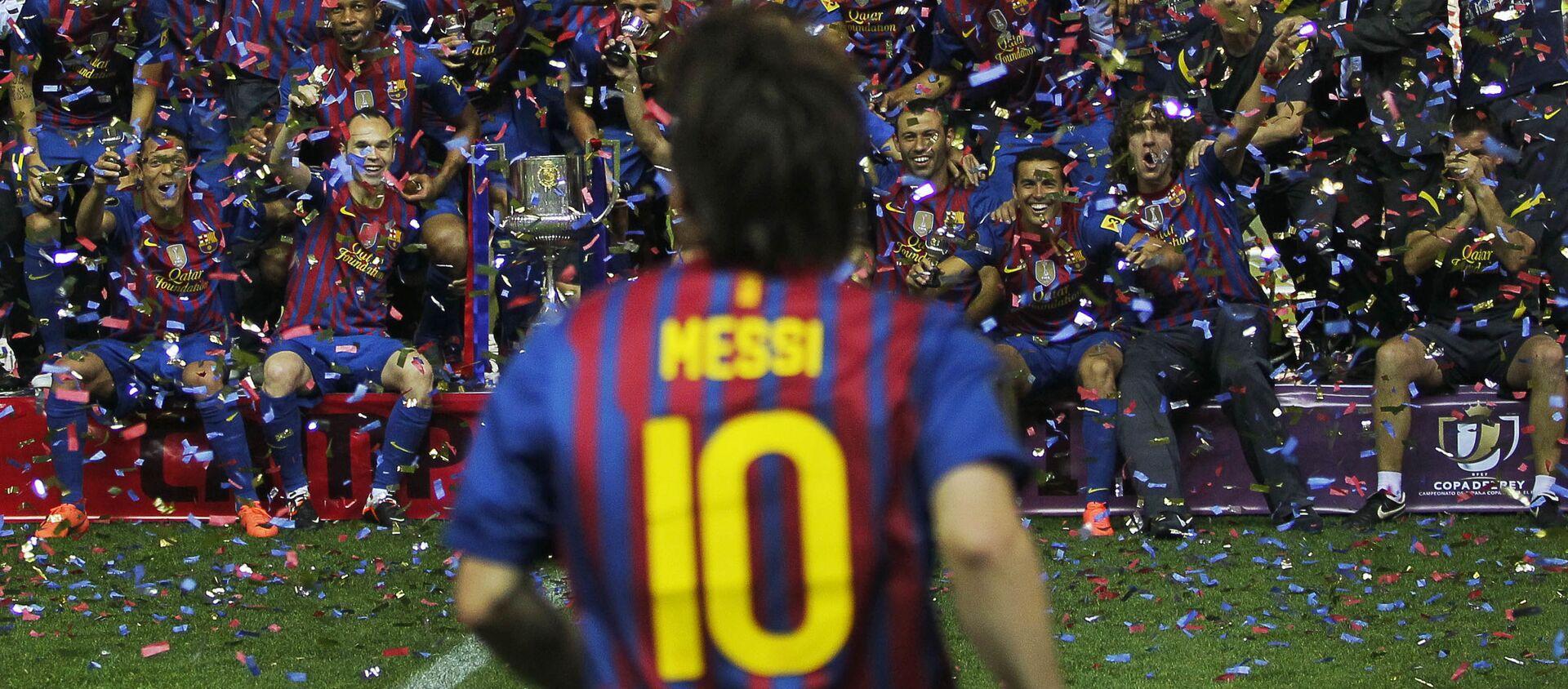 Lionel Messi ăn mừng chiến thắng cùng với đội bóng của mình - Sputnik Việt Nam, 1920, 23.12.2020