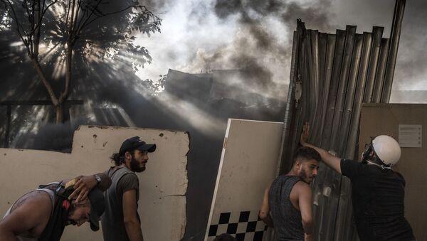 Những người tham gia đụng độ giữa người biểu tình và lực lượng an ninh ở Beirut - Sputnik Việt Nam