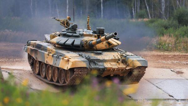 Xe tăng T-72 của đội tuyển Việt Nam tại buổi thi đấu của các kíp xe tăng trong khuôn khổ cuộc thi Tank Biathlon 2020 tại bãi tập Alabino.  - Sputnik Việt Nam
