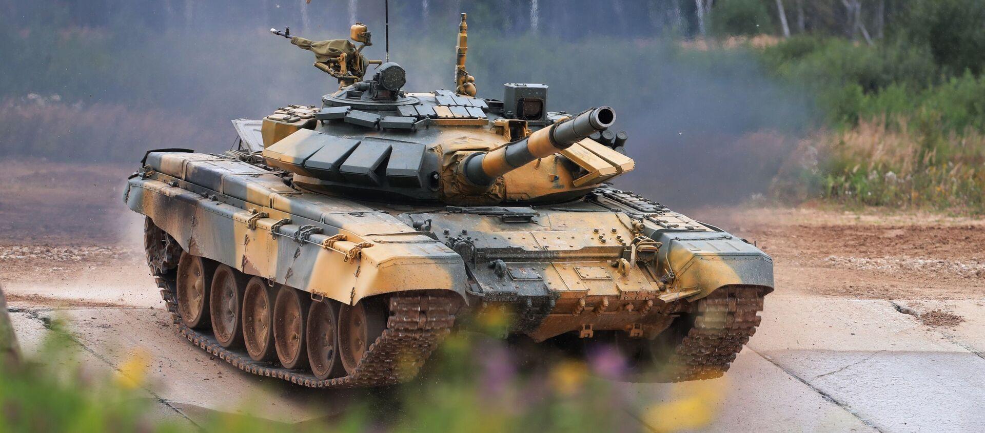 Xe tăng T-72 của đội tuyển Việt Nam tại buổi thi đấu của các kíp xe tăng trong khuôn khổ cuộc thi Tank Biathlon 2020 tại bãi tập Alabino.  - Sputnik Việt Nam, 1920, 31.12.2020