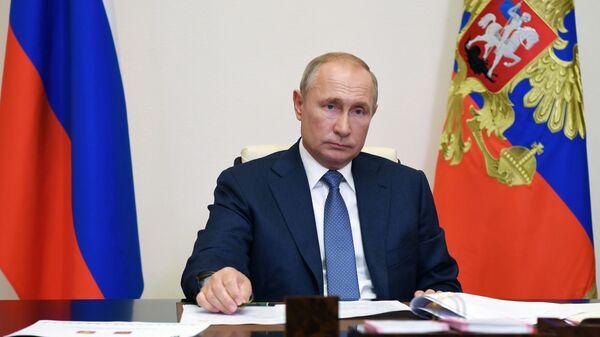 Vladimir Putin trong một cuộc họp cầu truyền hình - Sputnik Việt Nam