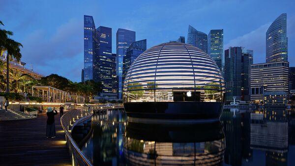 Hàng mang thương hiệu Apple Marina Bay Sands ở Singapore. - Sputnik Việt Nam