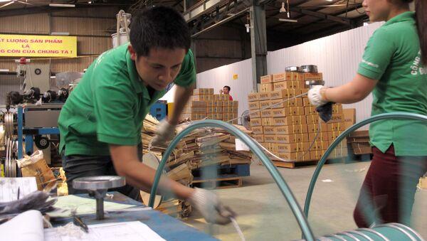 Công nhân Việt Nam tại nhà máy - Sputnik Việt Nam