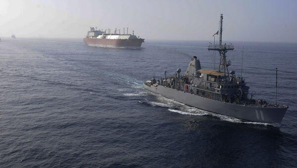 Hạm đội Hải quân Hoa Kỳ hộ tống tàu LNG - Sputnik Việt Nam