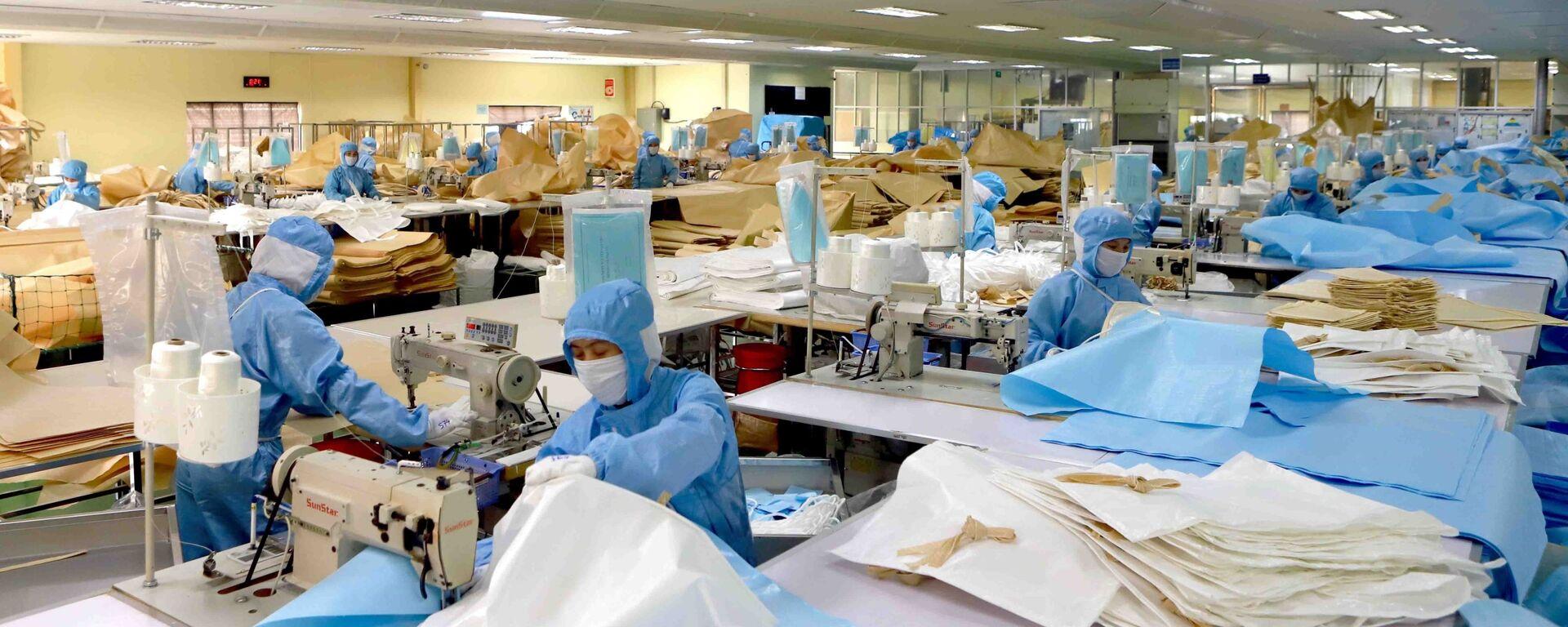 Dây chuyền sản xuất bao, túi đựng chuyên dụng của Công ty Kohsei Multipack Việt Nam tại Khu công nghiệp Bình Xuyên, Vĩnh Phúc. - Sputnik Việt Nam, 1920, 15.09.2020