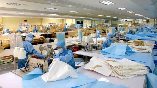 Dây chuyền sản xuất bao, túi đựng chuyên dụng của Công ty Kohsei Multipack Việt Nam tại Khu công nghiệp Bình Xuyên, Vĩnh Phúc. - Sputnik Việt Nam