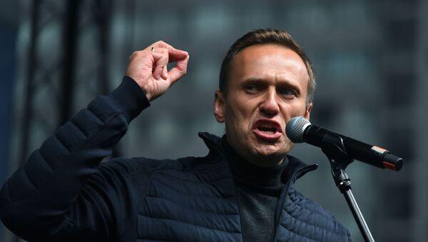 Alexey Navalny phát biểu tại một cuộc mít tinh được cho phép - Sputnik Việt Nam