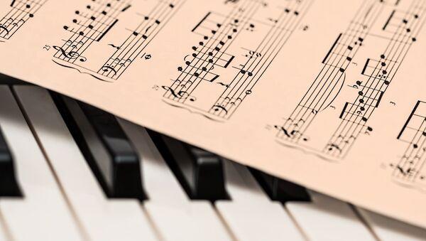Nốt nhạc trên phím đàn piano. - Sputnik Việt Nam