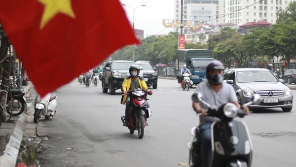 Những người đeo mặt nạ trên đường phố Hà Nội, Việt Nam - Sputnik Việt Nam