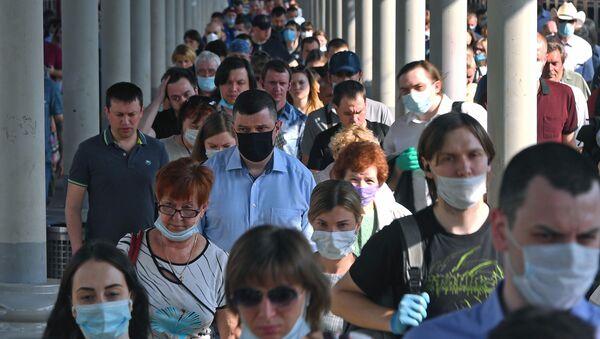 Hành khách trên sân ga của nhà ga đường sắt Yaroslavsky ở Matxcơva. - Sputnik Việt Nam