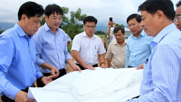Đoàn công tác kiểm tra thực thực tế tại Dự án đường cao tốc Bắc - Nam qua địa bàn Bình Thuận. - Sputnik Việt Nam