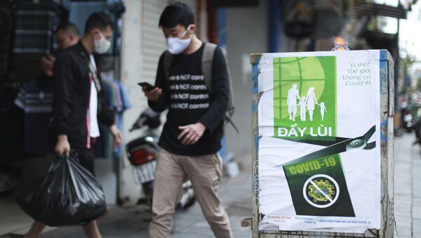 Những người đeo mặt nạ trên đường phố Hà Nội - Sputnik Việt Nam