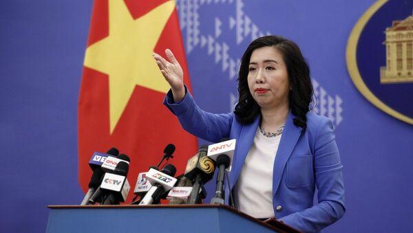 Người phát ngôn Bộ Ngoại giao Lê Thị Thu Hằng trả lời câu hỏi của các phóng viên trong nước và quốc tế. - Sputnik Việt Nam