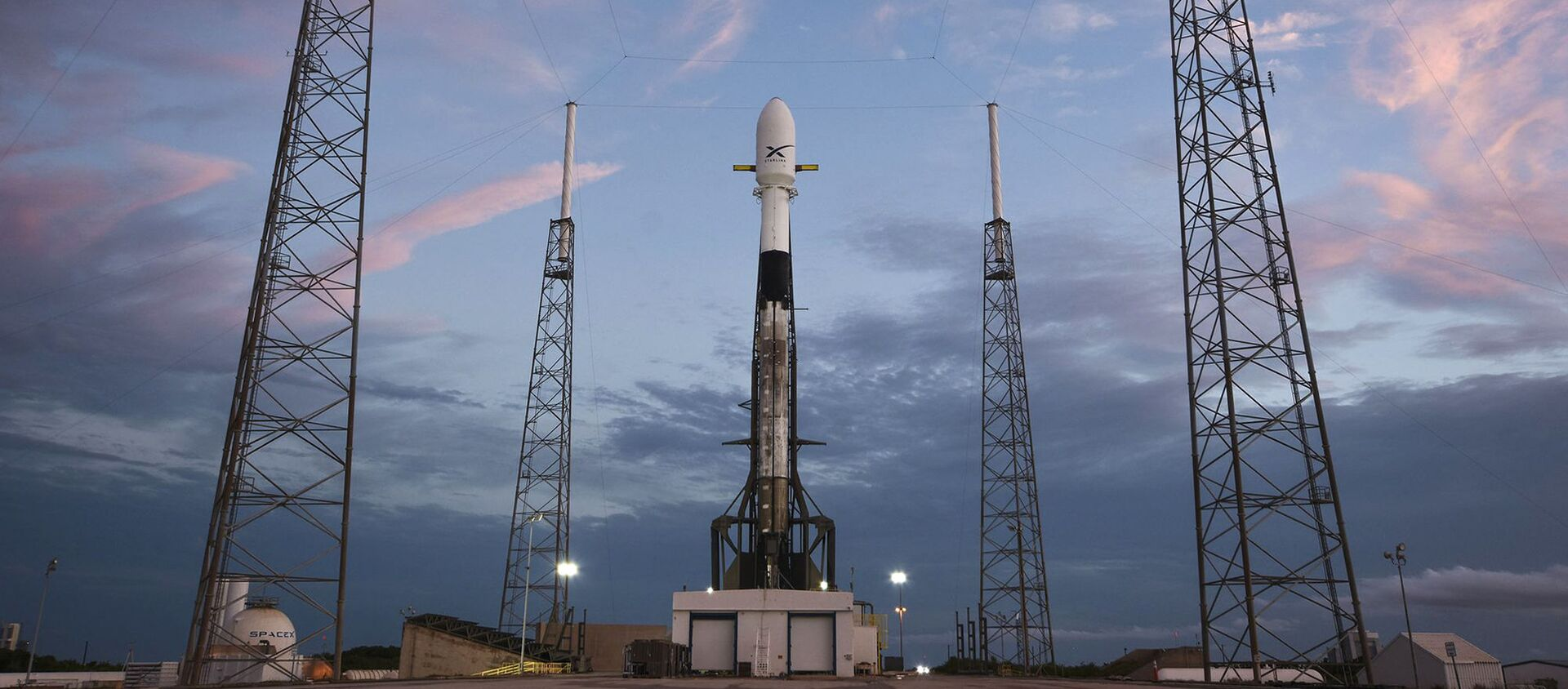 Phương tiện phóng Falcon-9 của SpaceX với vệ tinh Starlink - Sputnik Việt Nam, 1920, 17.02.2021