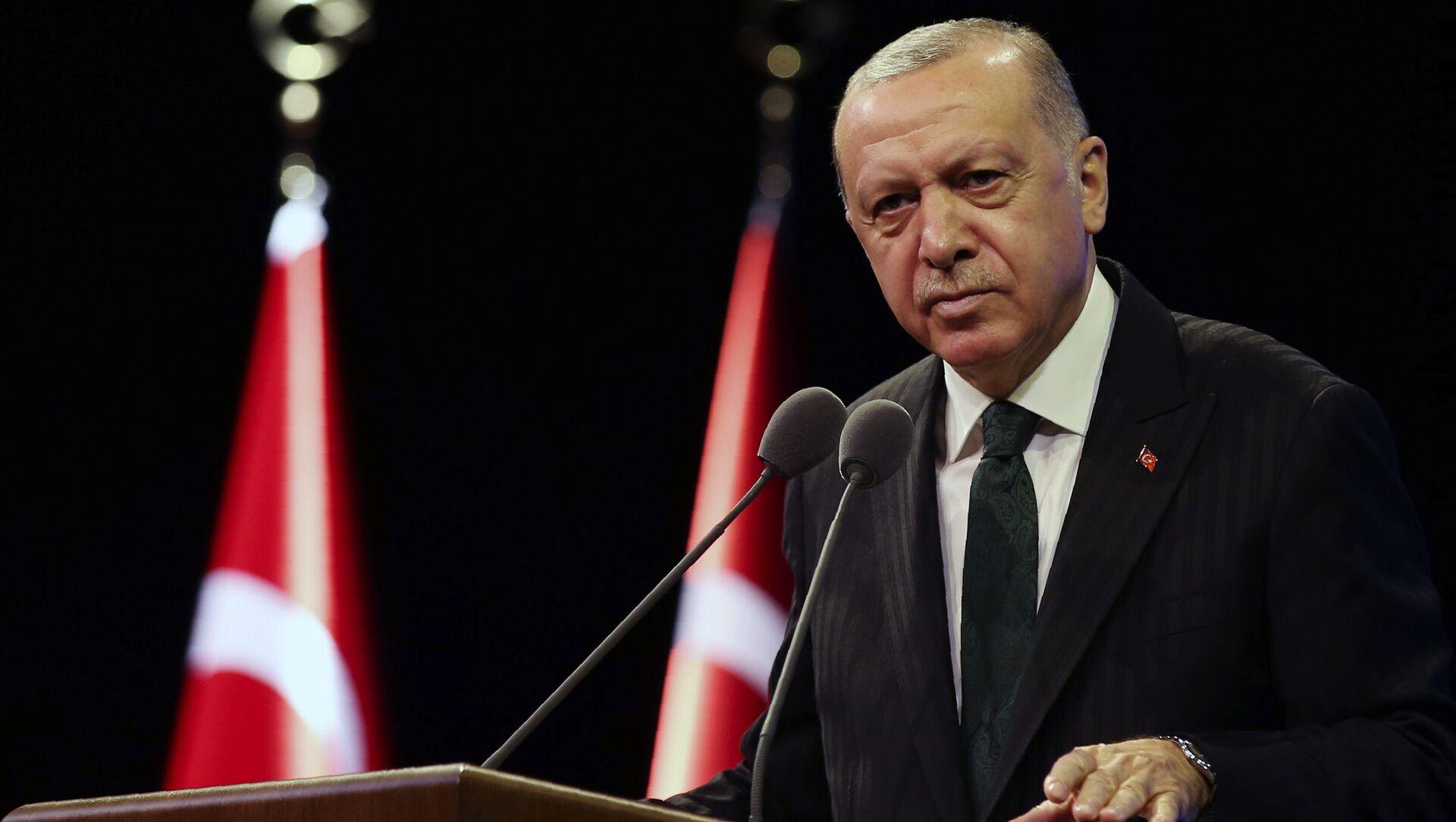 Tổng thống Thổ Nhĩ Kỳ Recep Tayyip Erdogan phát biểu tại dinh thự tổng thống ở Ankara - Sputnik Việt Nam, 1920, 27.09.2021