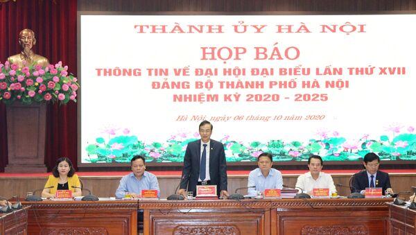 Phó Bí thư Thành ủy Hà Nội Đào Đức Toàn chủ trì buổi họp báo. - Sputnik Việt Nam